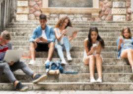 Laura Moscato - La solitudine dei giovani di oggi e il ruolo degli adulti